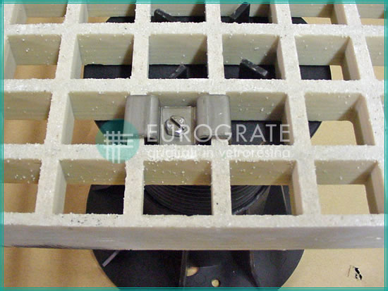 GRP grating with pedestal
