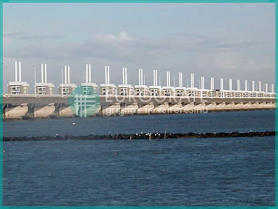 bespoke fibreglass gratings and handrails made for marine companies