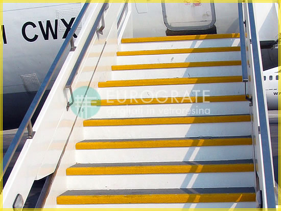 Stair tread covers for aircraft steps