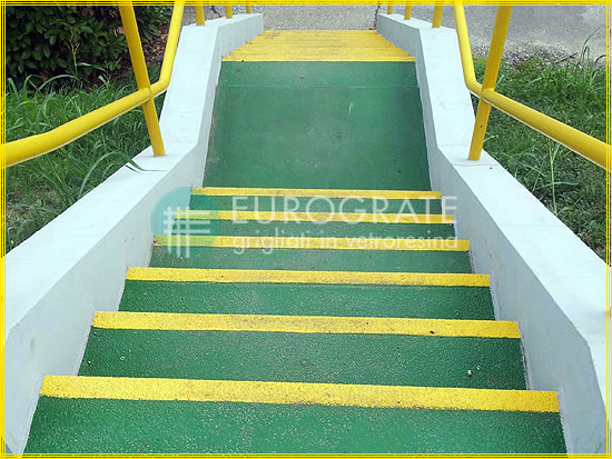 Concrete steps with fibreglass tread covers prevent people from slipping