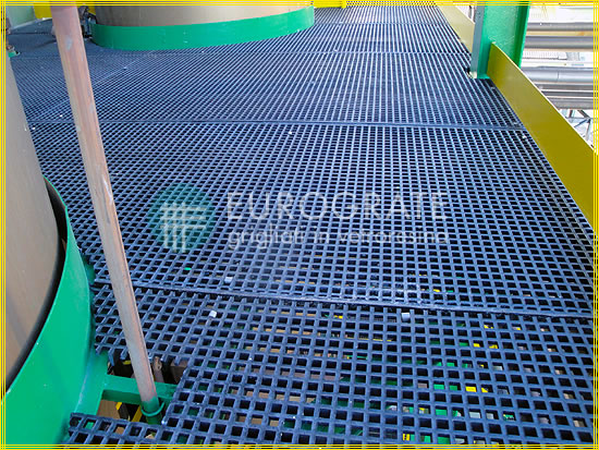 Grated floor where electrical conduction is required