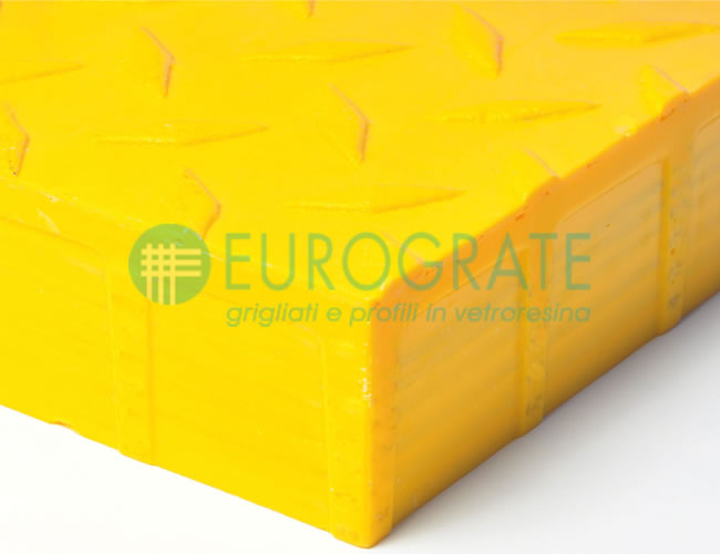 Grating with Chequer Pattern Closed Surface R 13