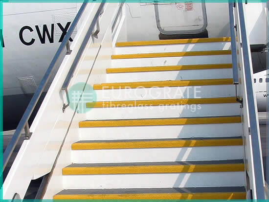 grating stair treads and stair tread covers for aircraft boarding stairs
