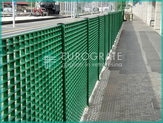 grating fences for protecting travellers