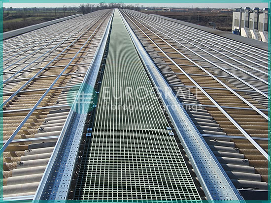 walkway grating for access to photovoltaic installations